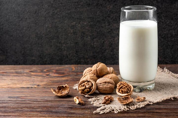 [Hướng Dẫn] 4 Cách làm Sữa Óc Chó thơm ngon tại nhà